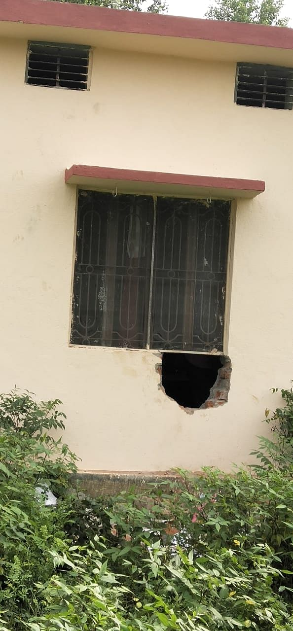बीती रात चोरों ने सेंधमारी कर उड़ाई हजारों की संपत्ति