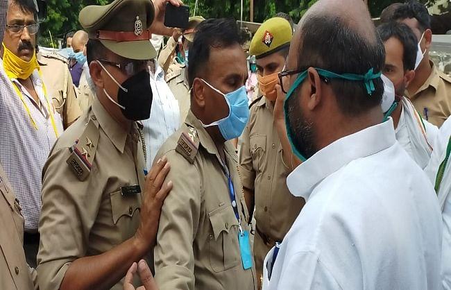 कानपुर जाते वक्त पुलिस हिरासत में लिए गए कांग्रेस अध्यक्ष लल्लू