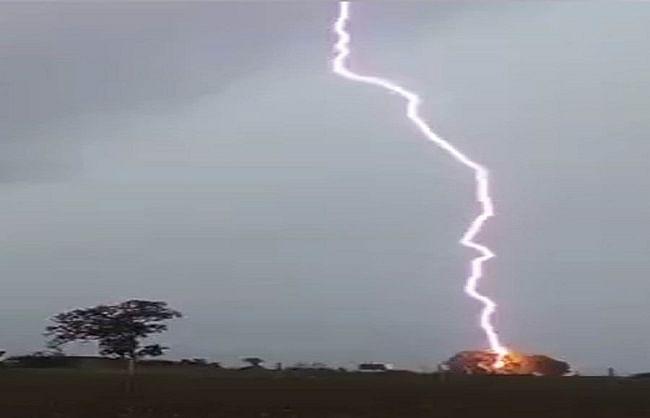 गुजरात : सौराष्ट्र में आकाशीय बिजली गिरने से 7 लोगों की मौत, 6 झुलसे