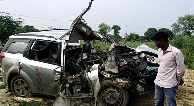 फिरोजाबाद : ट्रक और कार की टक्कर में दो लोगों की मौत, दो घायल