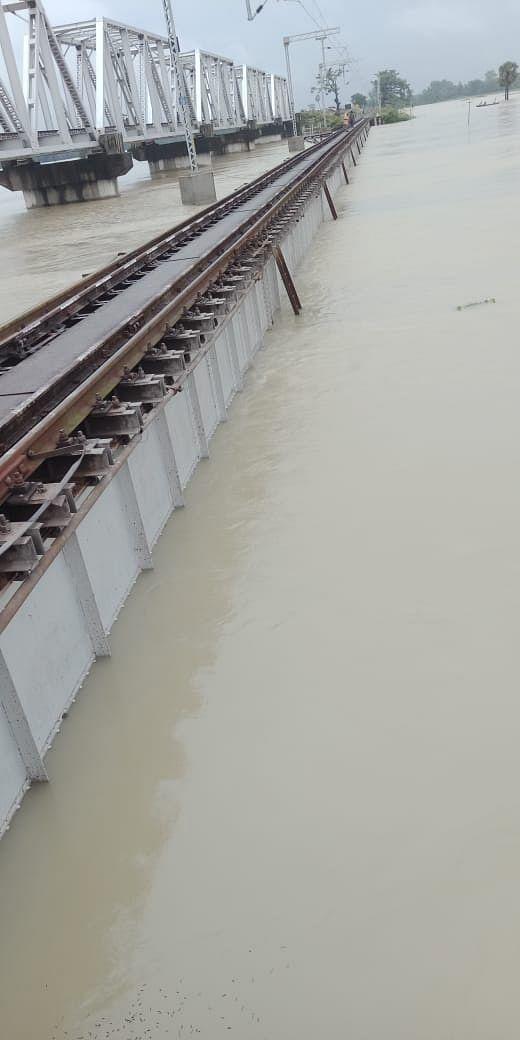 दरभंगा-समस्तीपुर रेलखंड पर रेल परिचालन स्थगित
