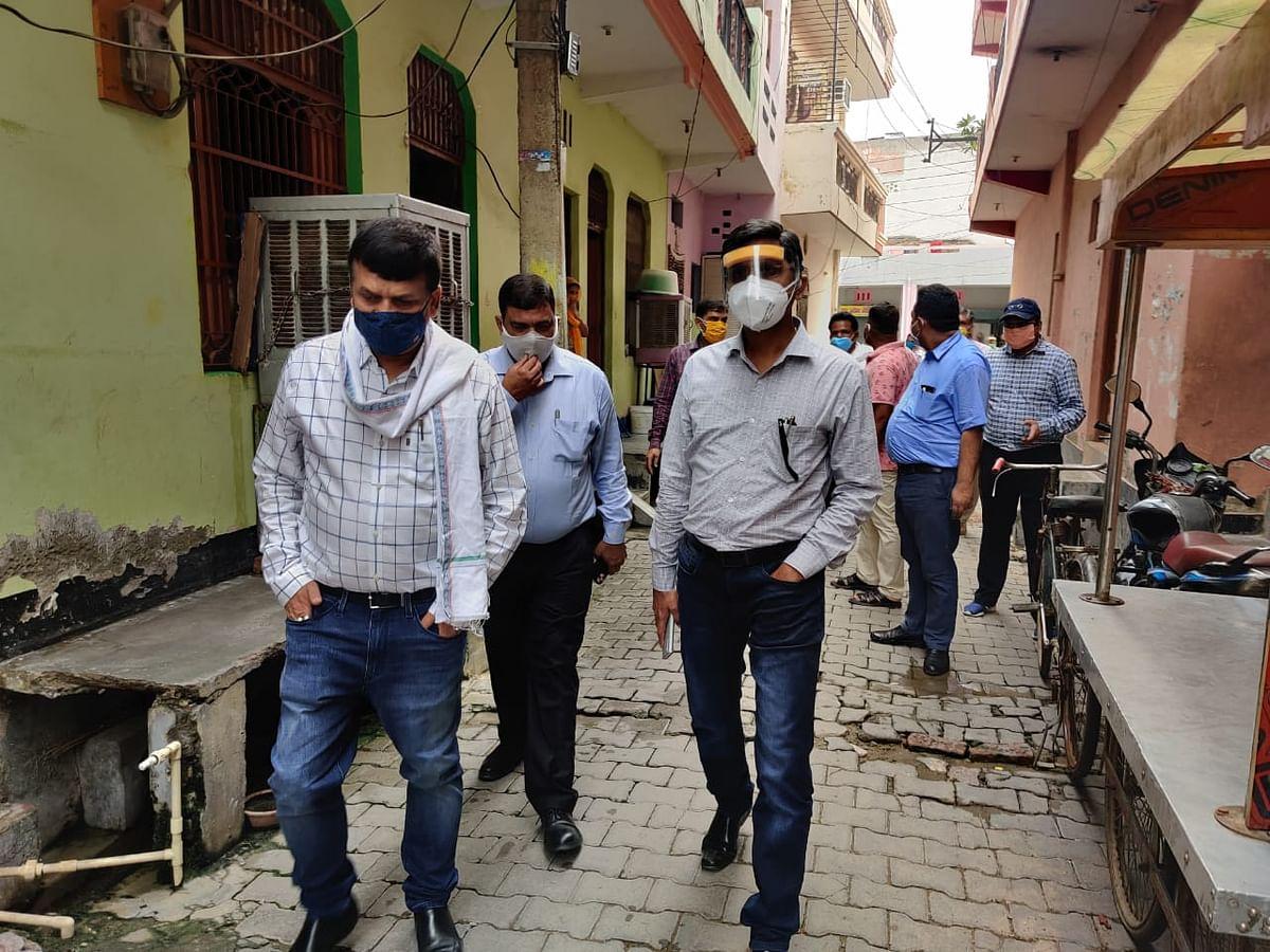 उत्तर प्रदेश शासन के पर्यवेक्षक ने गली -गली घूमकर किया निरीक्षण