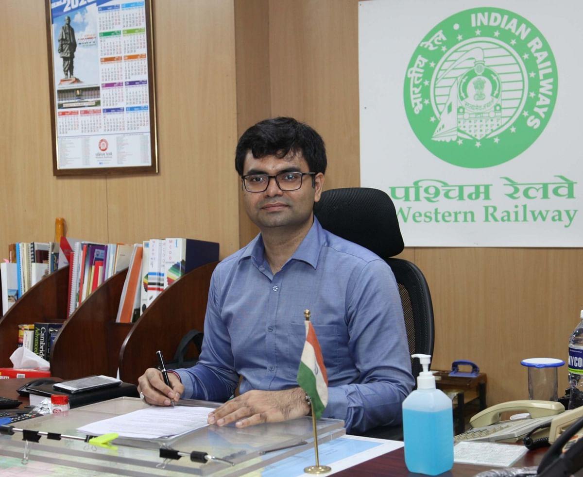 पश्चिम रेलवे : सुमित ठाकुर ने ग्रहण किया मुख्य जनसम्पर्क अधिकारी पद का कार्यभार