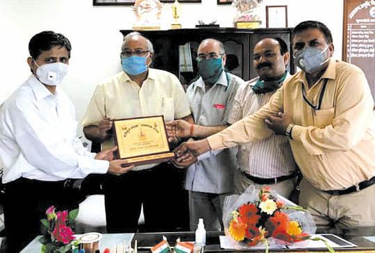 कुलपति डॉ. सुनील कुमार जोशी का किया अभिनन्दन