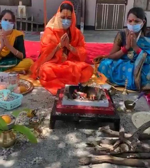 किन्नर अखाड़े ने नेपाल के प्रधानमंत्री ओली की सद्बुद्धि के लिये किया हवन