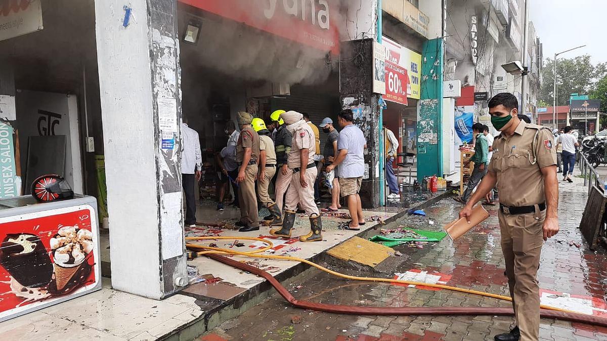 शार्ट सर्किट से दुकान में लगी अचानक आग, लाखों का नुक्सान