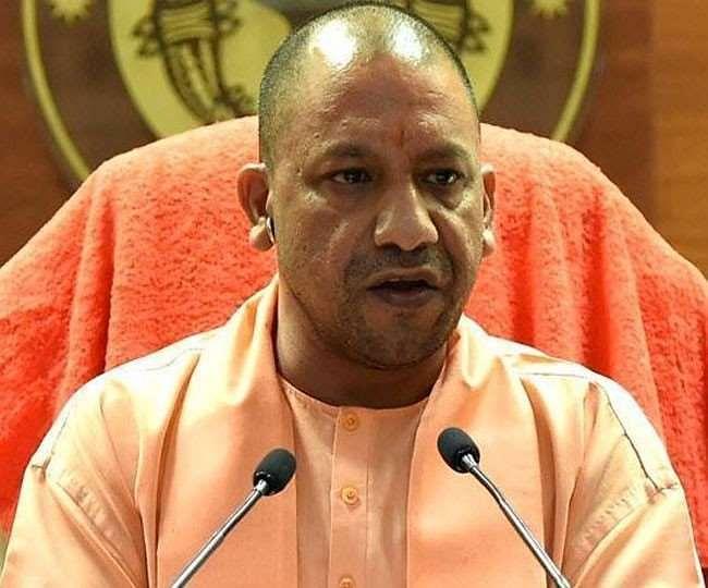 मुख्यमंत्री योगी ने बलिया में कोरोना पर की समीक्षा, जिला अस्पताल का किया निरीक्षण