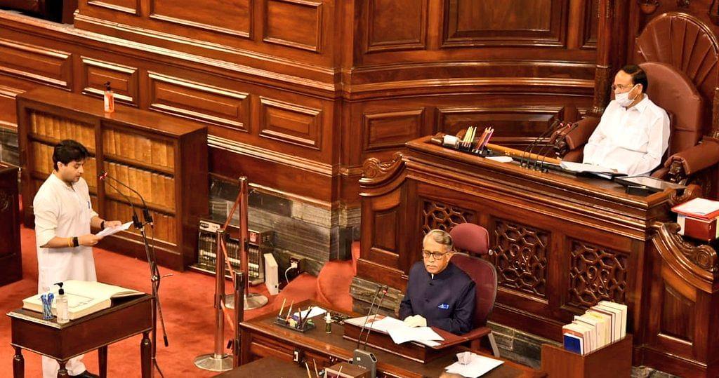 वेंकैया ने राज्यसभा के नवनिर्वाचित 45 सदस्यों का दिलाई शपथ