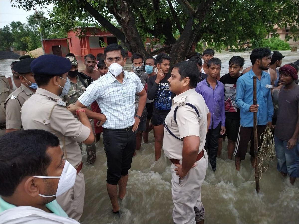 मोतिहारी के संग्रामपुर क्षेत्र में तटबंध टूटा , कई  पंचायतों में घुसा पानी