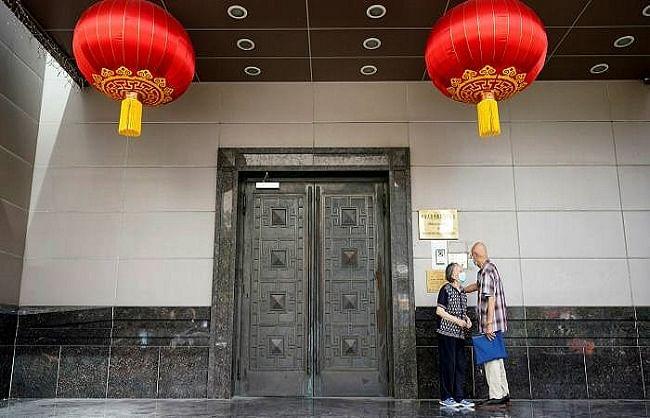 ह्यूस्टन के बदले चीन ने भी चेंगड़ू स्थित अमेरिकी वाणिज्य दूतावास बंद किया  ....