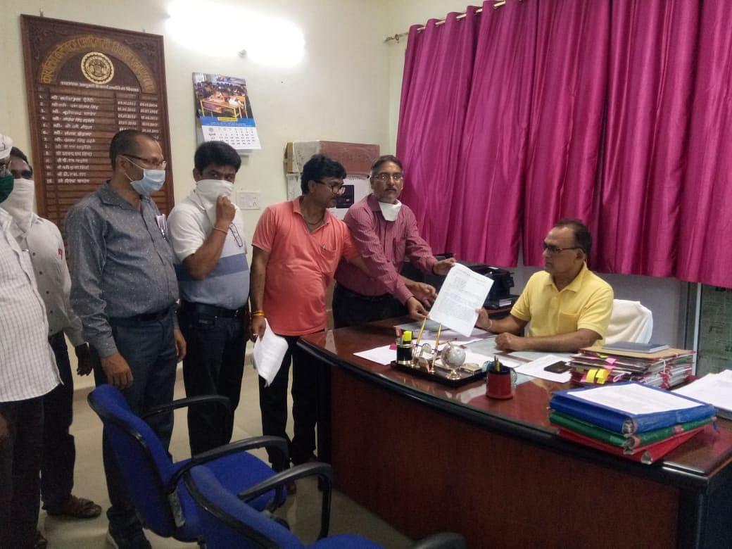 जिले की समस्याओं को लेकर अध्यापक संगठन ने सौंपा ज्ञापन
