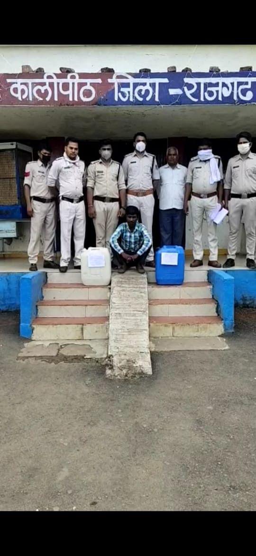 सत्तर लीटर अवैध शराब के साथ एक युवक गिरफ्तार,एक मौके से फरार