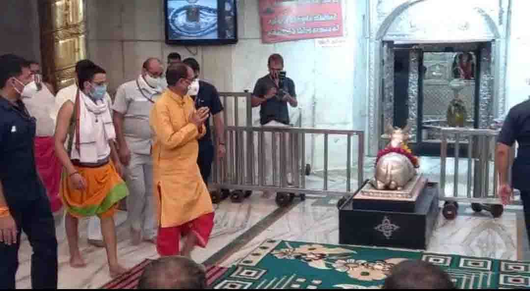 मुख्यमंत्री शिवराज सिंह आए उज्जैन, महाकाल मंदिर में दर्शन कर यज्ञ में दी आहूति