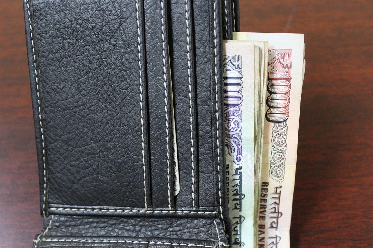सपने में धन पाने वाले सपने देखने का मतलब - Dream Of Money Meaning