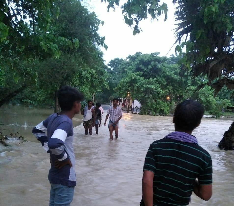 पूर्वी चम्पारण के फेनहारा पताही ढाका में बाढ़ , एनडीआरएफ तत्पर