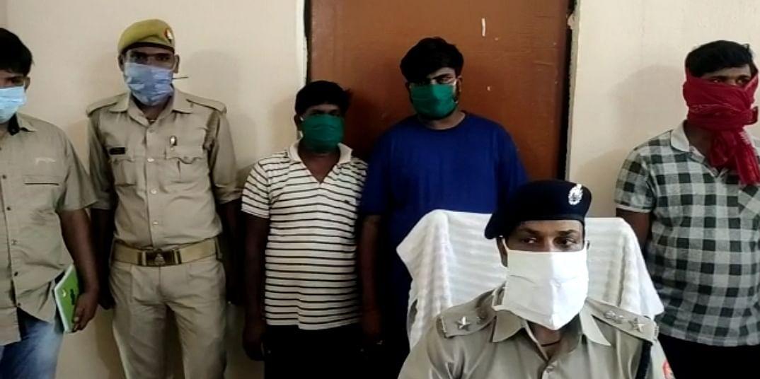 एटीएम का क्लोन बनाकर पैसा निकालने वाले तीन लुटेरे गिरफ्तार