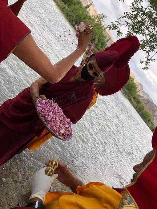 लद्दाख में की गई नाग पूजा, सांसद ने दी शुभकामनाएं