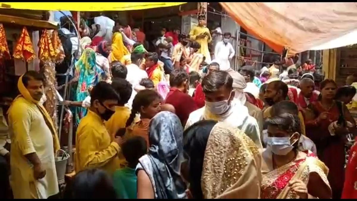 विंध्यवासिनी दरबार में उमड़ी श्रद्धालुओं की भीड़