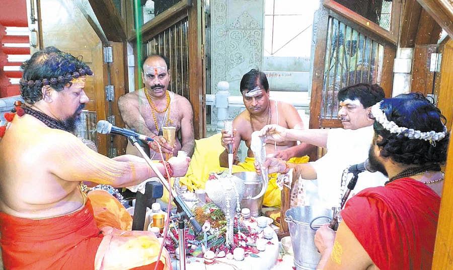 ध्यान और ज्ञान का प्रतीक हैं भगवान शिवः कैलाशानंद