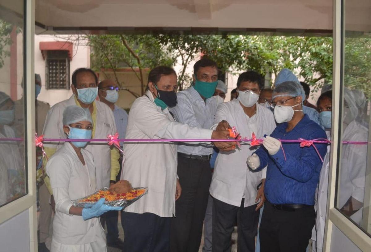 धनबाद डीसी ने पीएमसीएच स्थित एक सौ बेड के नवनिर्मित कोविड- 19 अस्पताल का किया उद्घाटन।