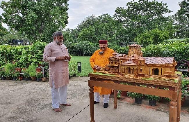 केंद्रीय मंत्री प्रह्लाद पटेल से मिले सतपाल महाराज, उत्तराखंड की पर्यटन योजनाओं के लिए मांगा धन