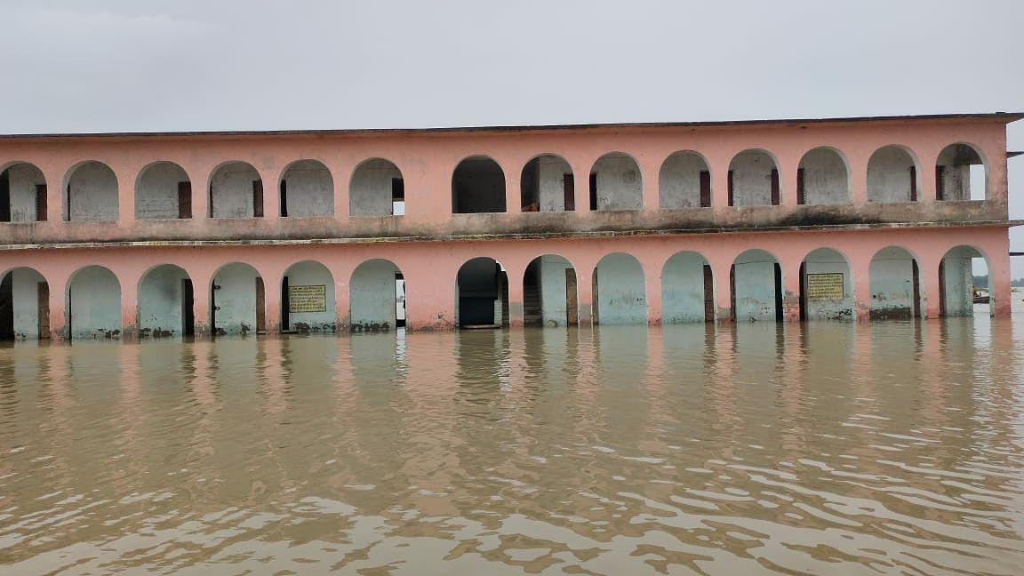 सहरसा : कोसी तटबंध के भीतर की आबादी बाढ़ से अस्त -व्यस्त