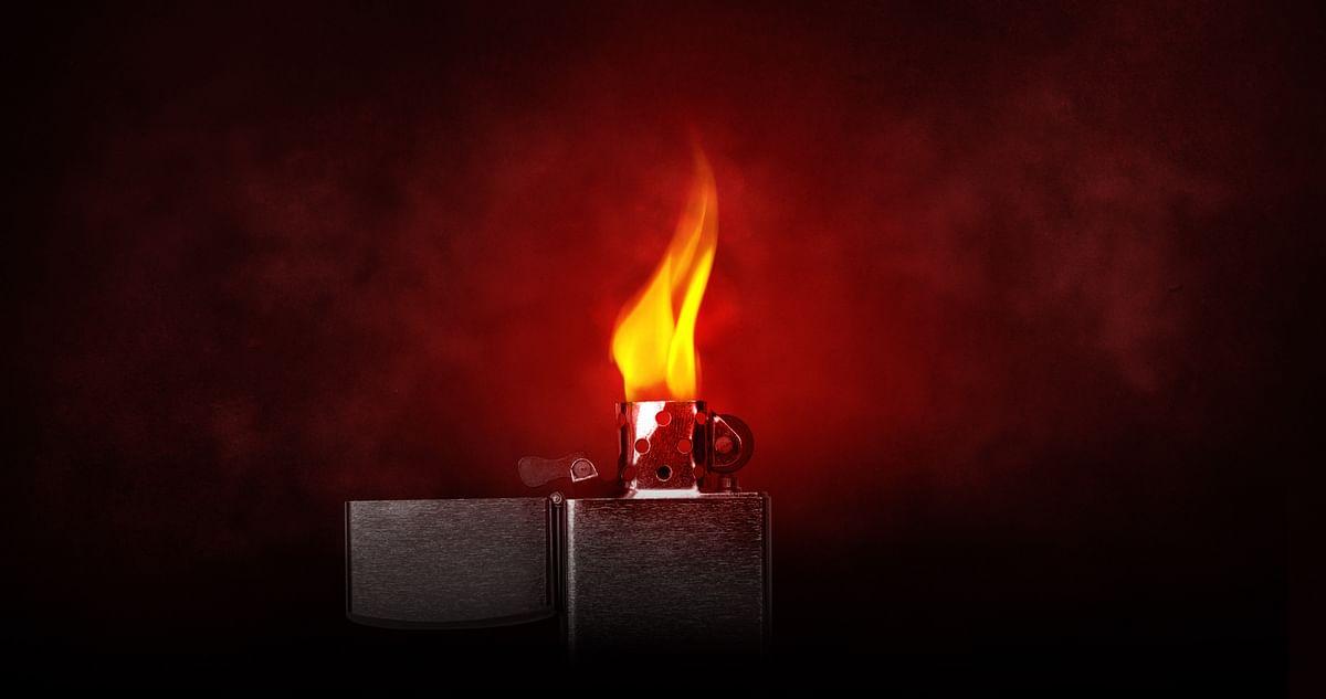 सपने में आग जलाकर पकड़ना देखने का मतलब - Dream Of Lit Fire Meaning