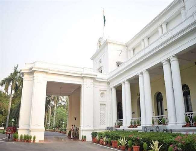 राज्यपाल ने आरोपों से घिरे भातखंडे संगीत संस्थान अभिमत विवि के कुलपति को कार्य से किया विरत