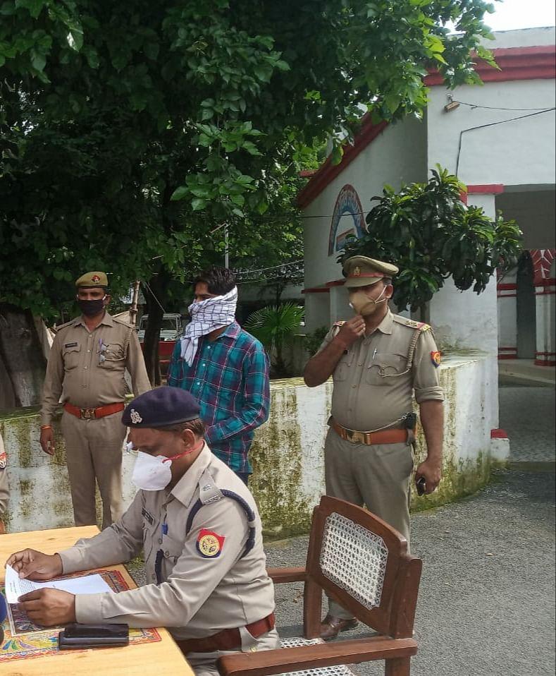 25 हजार रुपये के इनामी को पुलिस ने गिरफ्तार किया