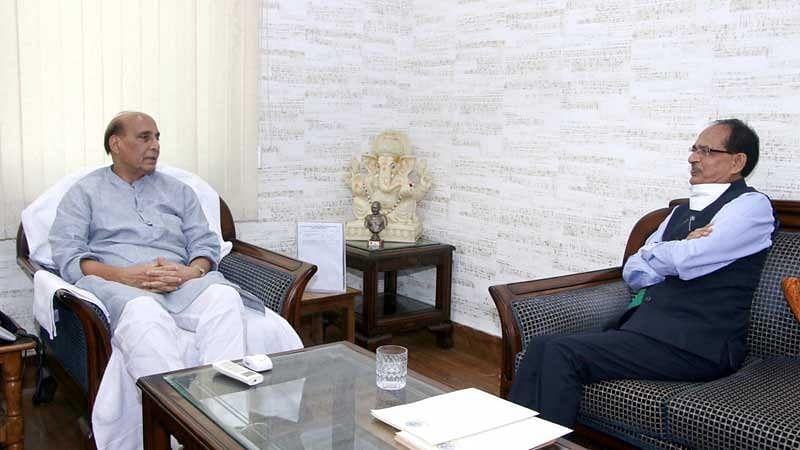 शिवराज ने की केन्द्रीय रक्षा मंत्री से चम्बल संभाग में सैनिक स्कूल खोलने की मांग