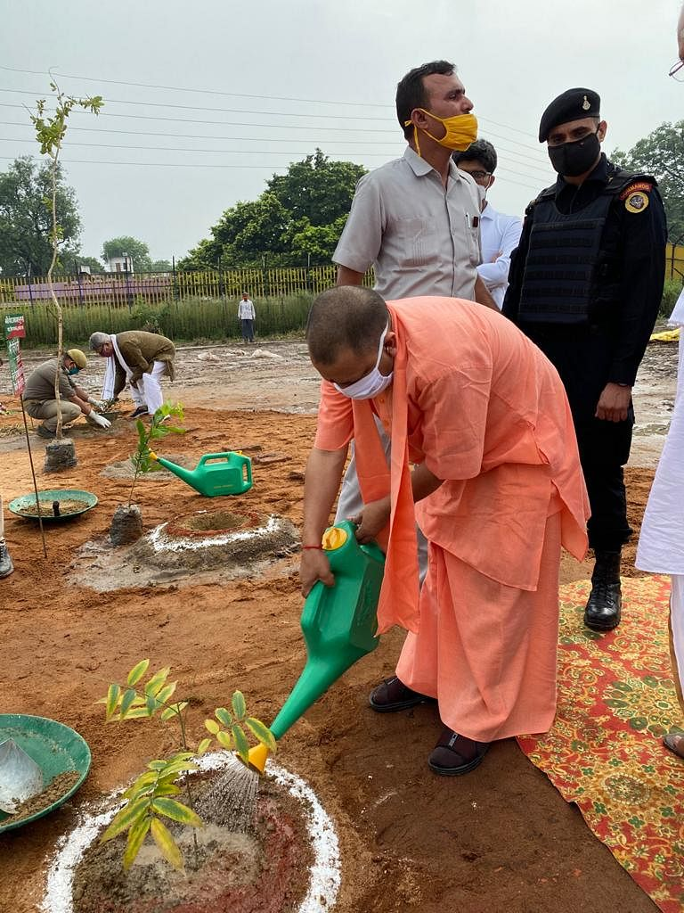 मुख्यमंत्री योगी ने किए रामलला के दर्शन