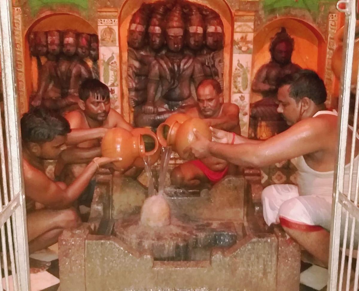 झमाझम  बारिश की कामना को लेकर बुंदेली सेना ने किया भोलेनाथ का जलाभिषेक