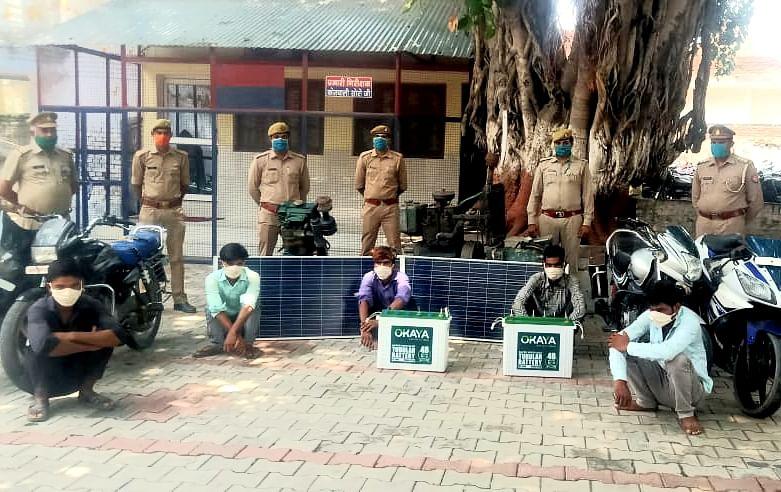 पुलिस ने पांच चोरों को लाखों रुपए के चोरी के सामान समेत दबोचा