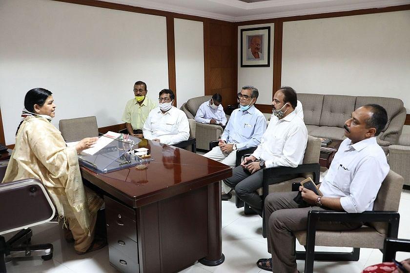 कोरोना संकट काल में गरीबों और मजदूरों के हितों का रखें ध्यान : मंत्री ठाकुर