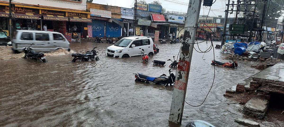 अलवर में सावन की पहली बारिश हुई झमाझम, कई जगह पानी भरा