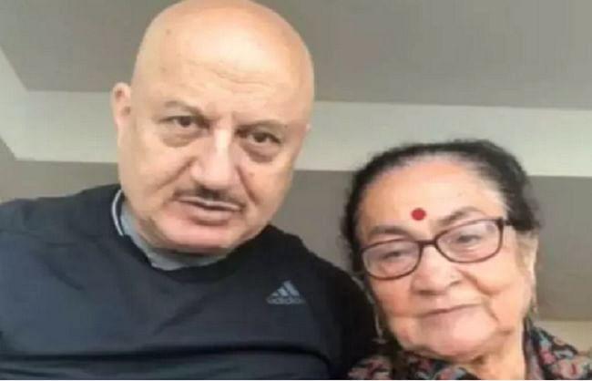 अनुपम की मां दुलारी खेर ने दी कोरोना को मात, एक्टर ने वीडियो शेयर कर डॉक्टर्स को कहा शुक्रिया