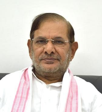 जनता के हित को छोड़ राजनीति करने में मस्त है बिहार सरकार : शरद यादव
