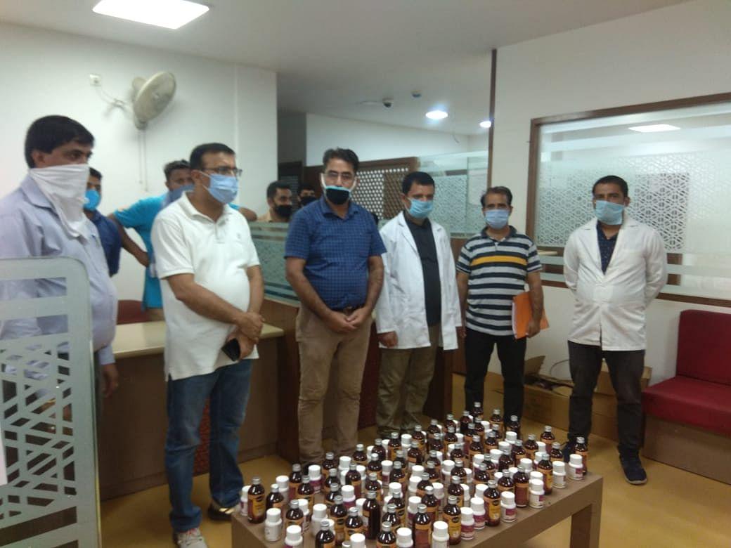 आयुष विभाग द्वारा तहसील बनी में जम्मू-कश्मीर बैंक में आयुष चिकित्सा शिविर का आयोजन किया गया