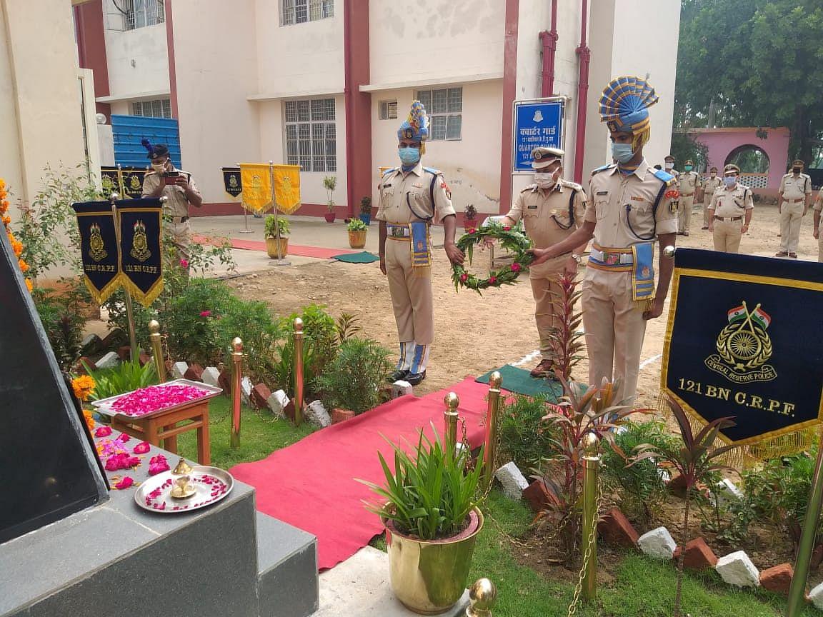 सीआरपीएफ के 82वीं स्थापना दिवस पर शहीदों को श्रद्धांजलि अर्पित की गई