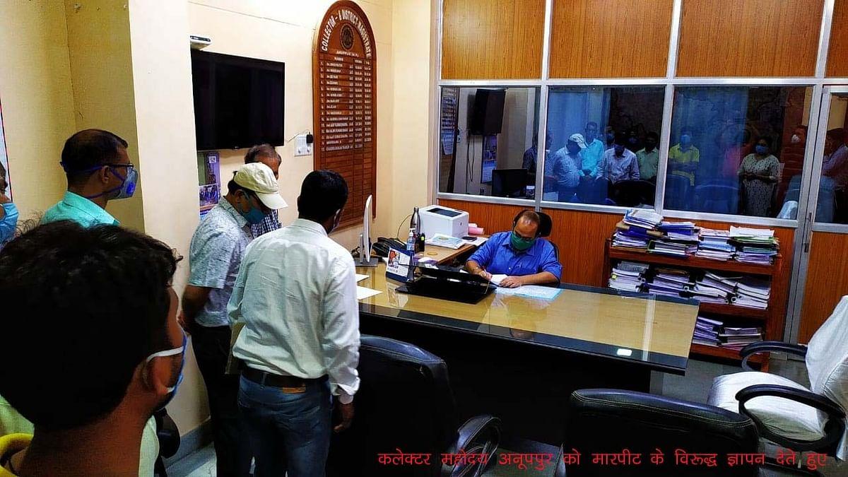 राष्ट्रीय स्वास्थ्य मिशन के जिला कार्यक्रम प्रबंधक के घर में घुस कर मारपीट, पांच डॉक्टरों पर आरोप