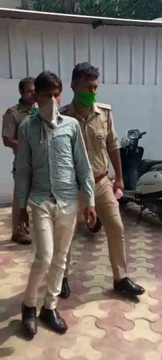 दो बच्चों को छत से धक्का देने वाला पड़ोसी युवक गिरफ्तार