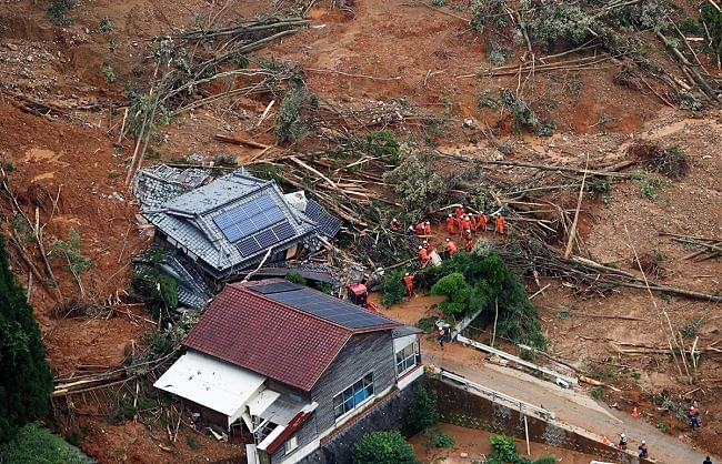 जापान में भारी बारिश के कारण बाढ़ आने से 37 लोगों की मौत