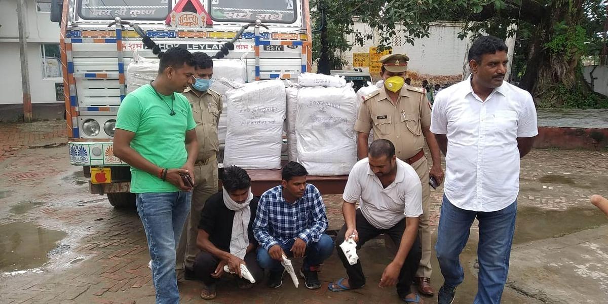 बलिया : नारियल लदे ट्रक में छिपाकर ले जा रहे दो कुंतल 80 किलो गांजा के साथ तीन गिरफ्तार