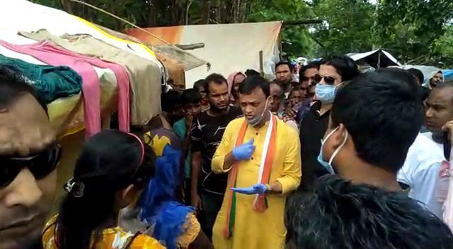 कांग्रेसी प्रवक्ता ने बाढ़ प्रभावितों में बांटी राहत सामग्री