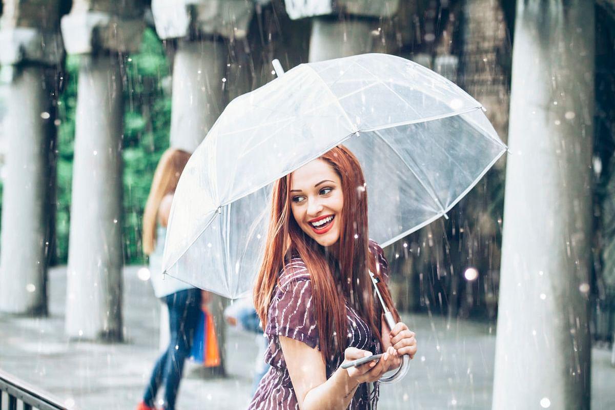 बारिश के मौसम में बालों की देखभाल करने के लिए इन पांच नियमों का करें पालन