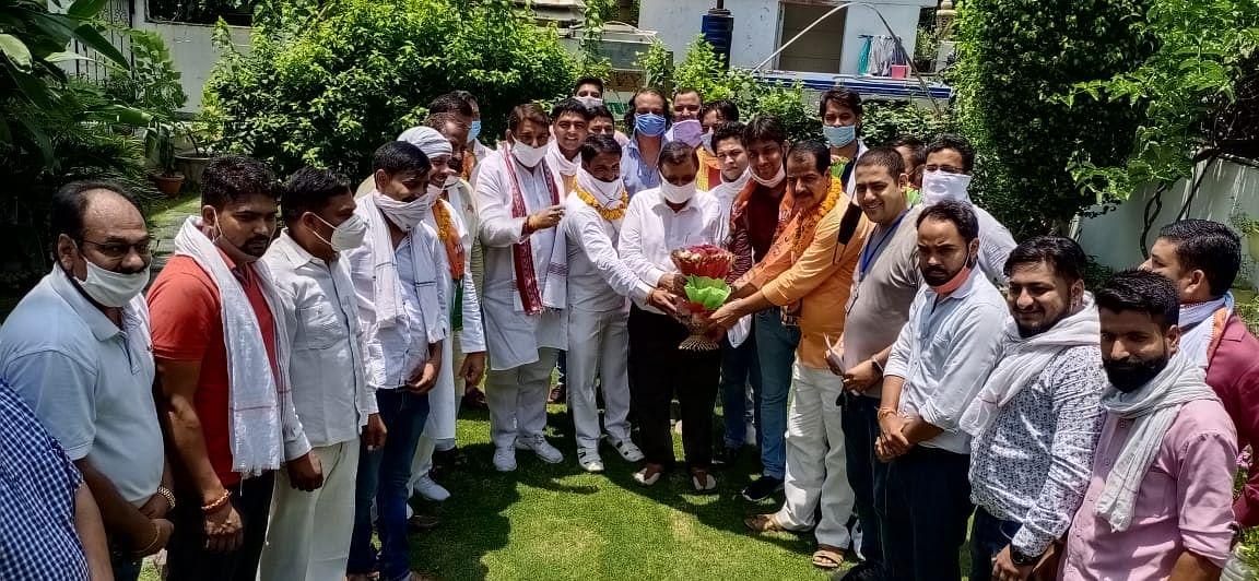 सपा नेता सैकड़ों समर्थकों के साथ भाजपा में शामिल