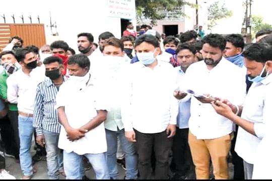 भीम आर्मी ने भाजपा नेता की गिरफ्तारी के लिए एसडीएम को भेजा ज्ञापन