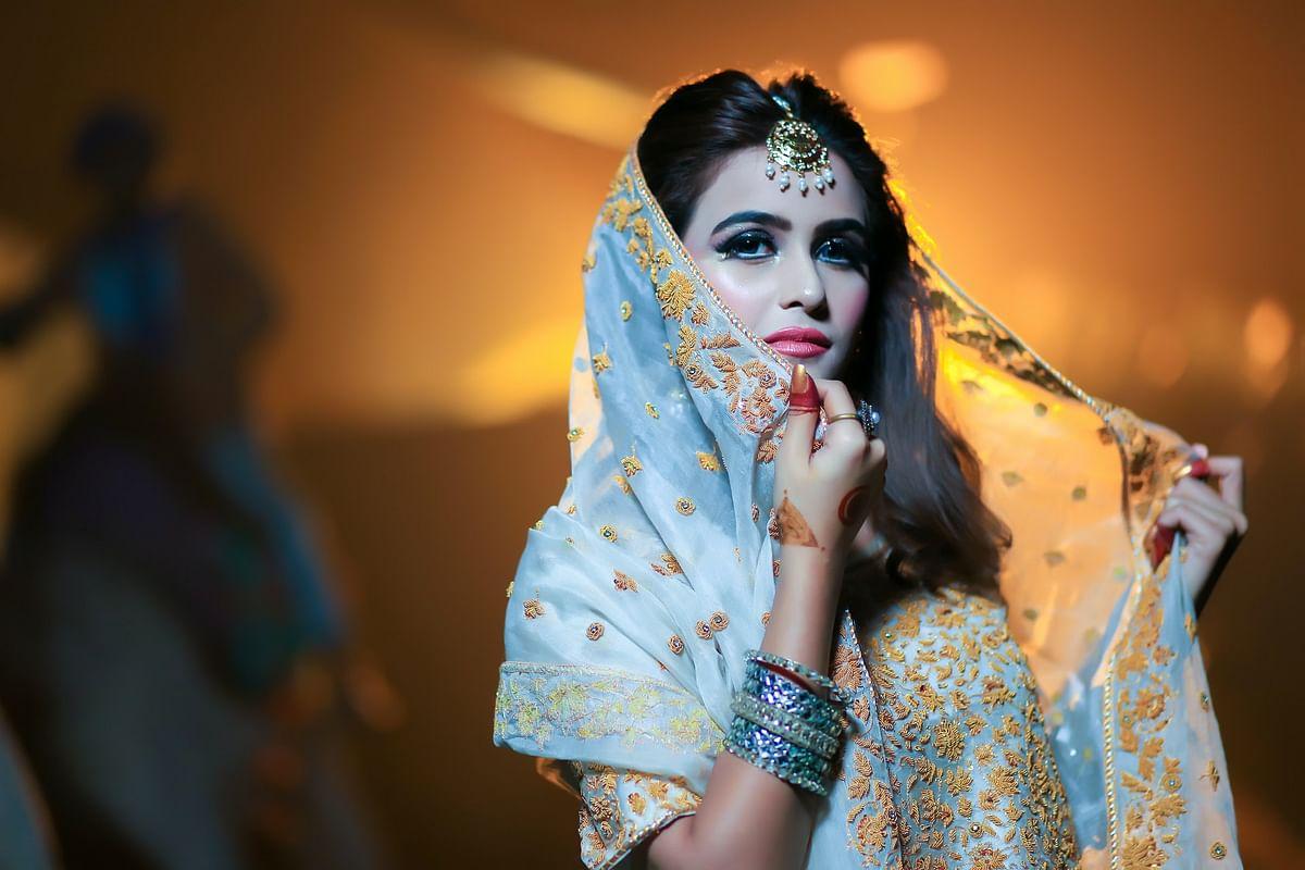 सपने में सुन्दर वस्त्र देखने का मतलब - Dream Of Beautiful Dress Meaning
