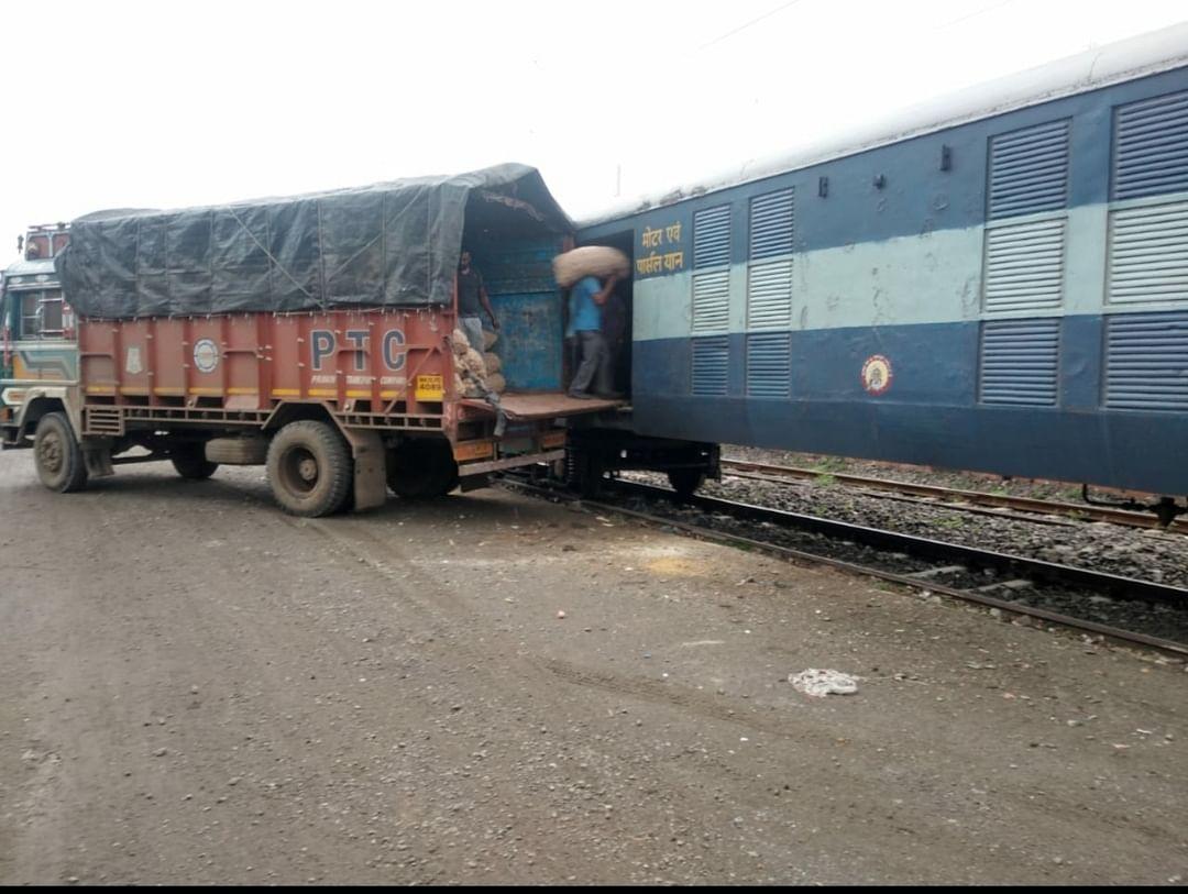 मध्य रेल : लासलगांव से दर्शना बांग्लादेश के लिए प्याज का निर्यात
