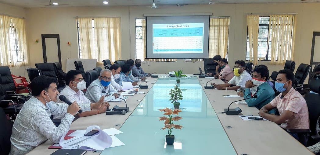 जिला आपूर्ति पदाधिकारी ने की विकास योजनाओं की समीक्षा बैठक